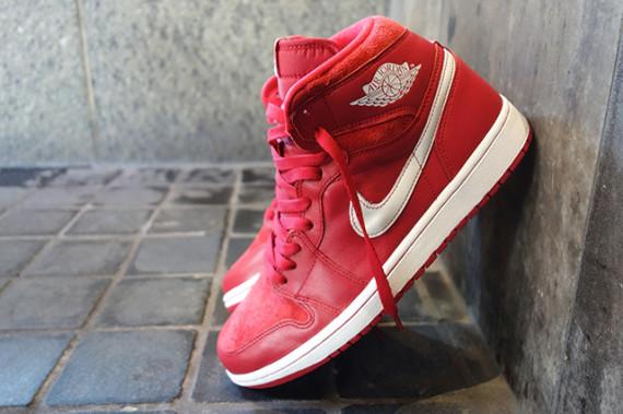air-jordan-1-retro-high-og-gym-red-555088-601-04-570x379