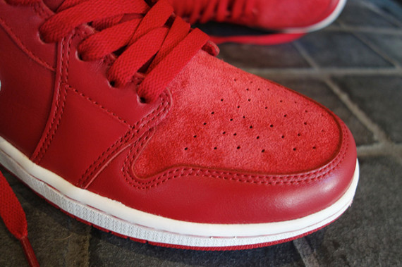 air-jordan-1-retro-high-og-gym-red-555088-601-05-570x379