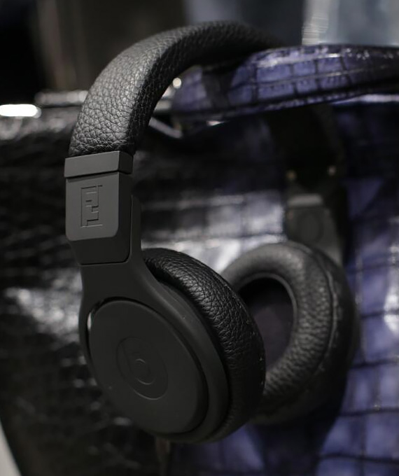 fendi-beats-by-dr-dre-headphones-selleria-leather-headphones-01