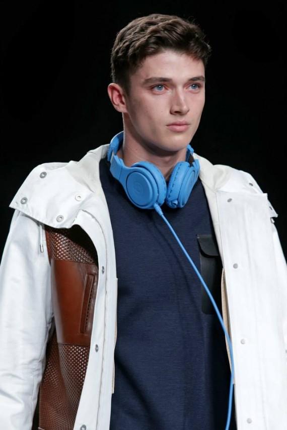 fendi-beats-by-dr-dre-headphones-selleria-leather-headphones-03-570x855