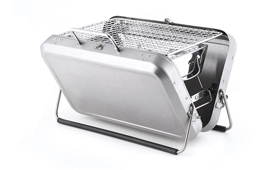 Kikkerland-Design-Portable-BBQ-Suitcase-02