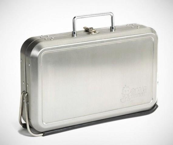 Kikkerland-Design-Portable-BBQ-Suitcase-04-570x479