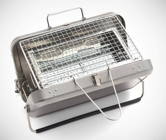 Kikkerland-Design-Portable-BBQ-Suitcase-05-570x479
