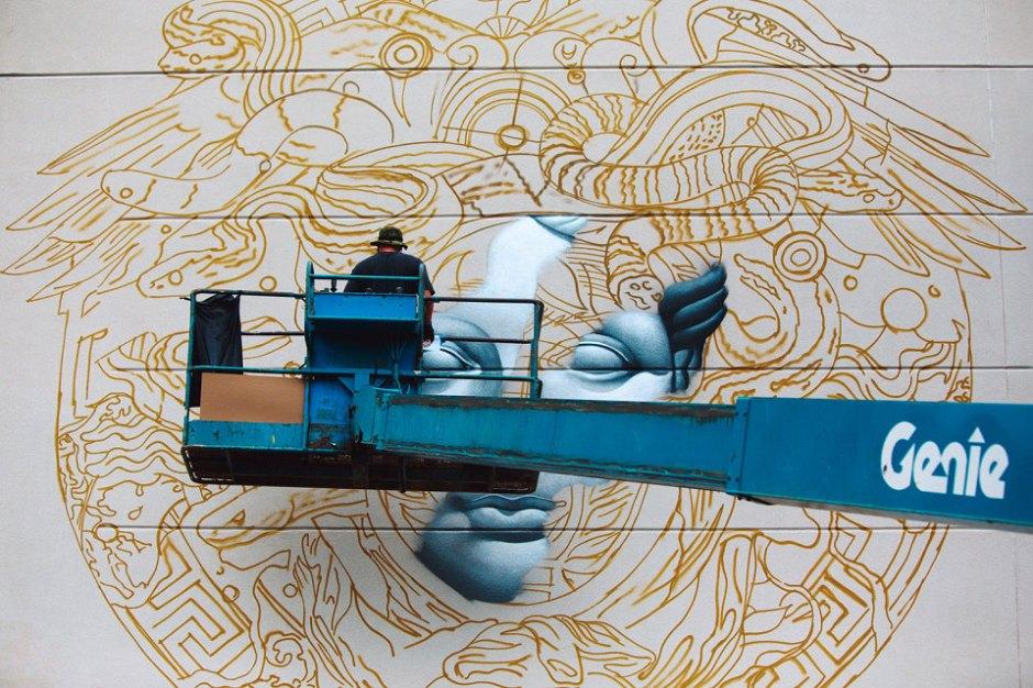 pow-wow-tristan-eaton-versace-medusa-mural-1-960x640