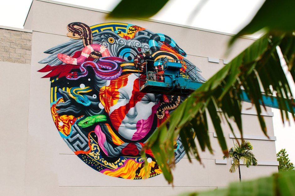 pow-wow-tristan-eaton-versace-medusa-mural-10-960x640