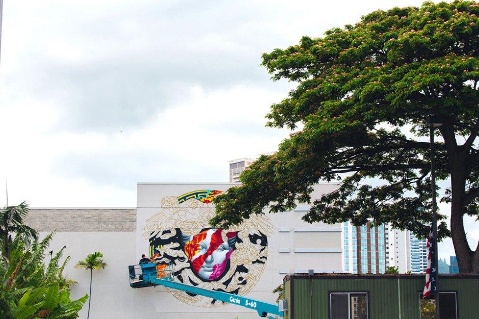 pow-wow-tristan-eaton-versace-medusa-mural-4-960x640