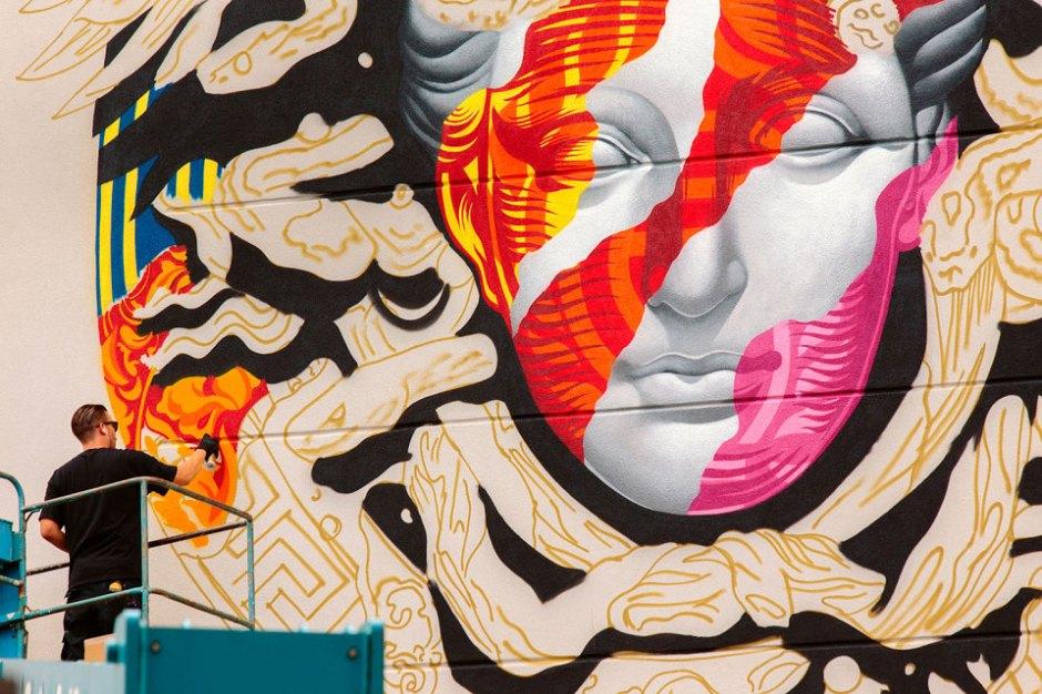 pow-wow-tristan-eaton-versace-medusa-mural-5-960x640