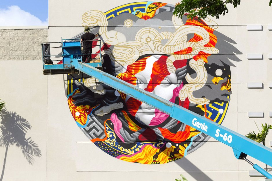 pow-wow-tristan-eaton-versace-medusa-mural-6-960x640