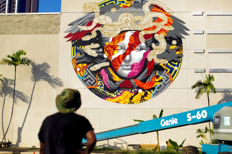 pow-wow-tristan-eaton-versace-medusa-mural-7-960x640