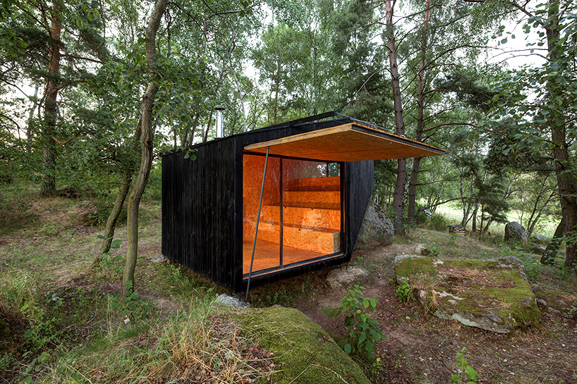 uhlik-architekti-forest-retreat-boulder-designboom-01