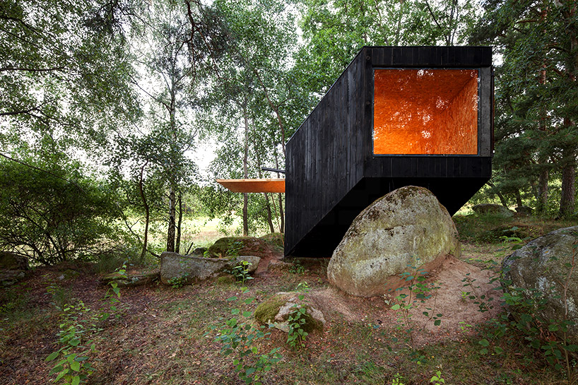 uhlik-architekti-forest-retreat-boulder-designboom-03