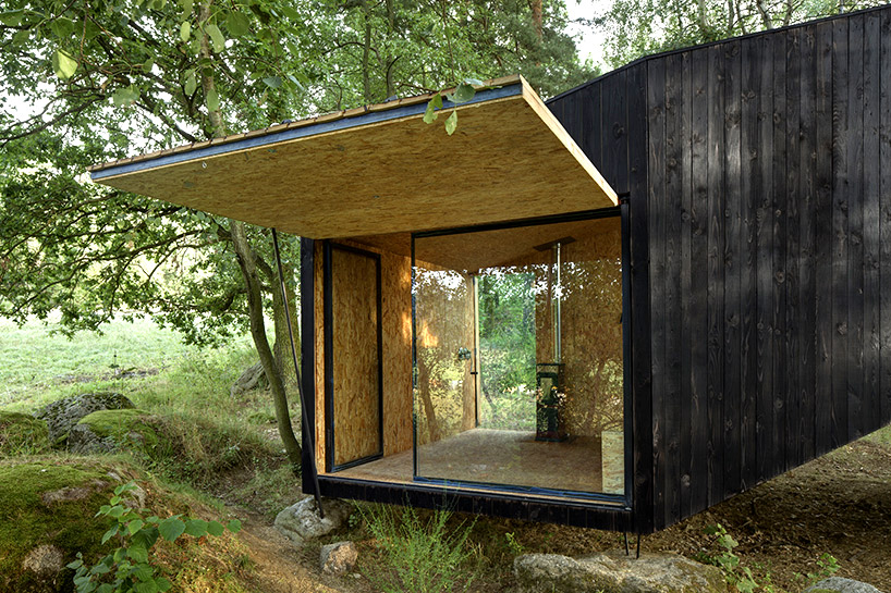 uhlik-architekti-forest-retreat-boulder-designboom-06