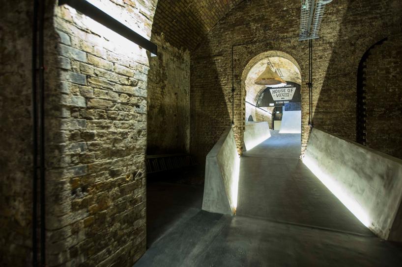 house-of-vans-london-indoor-skatepark-designboom-03